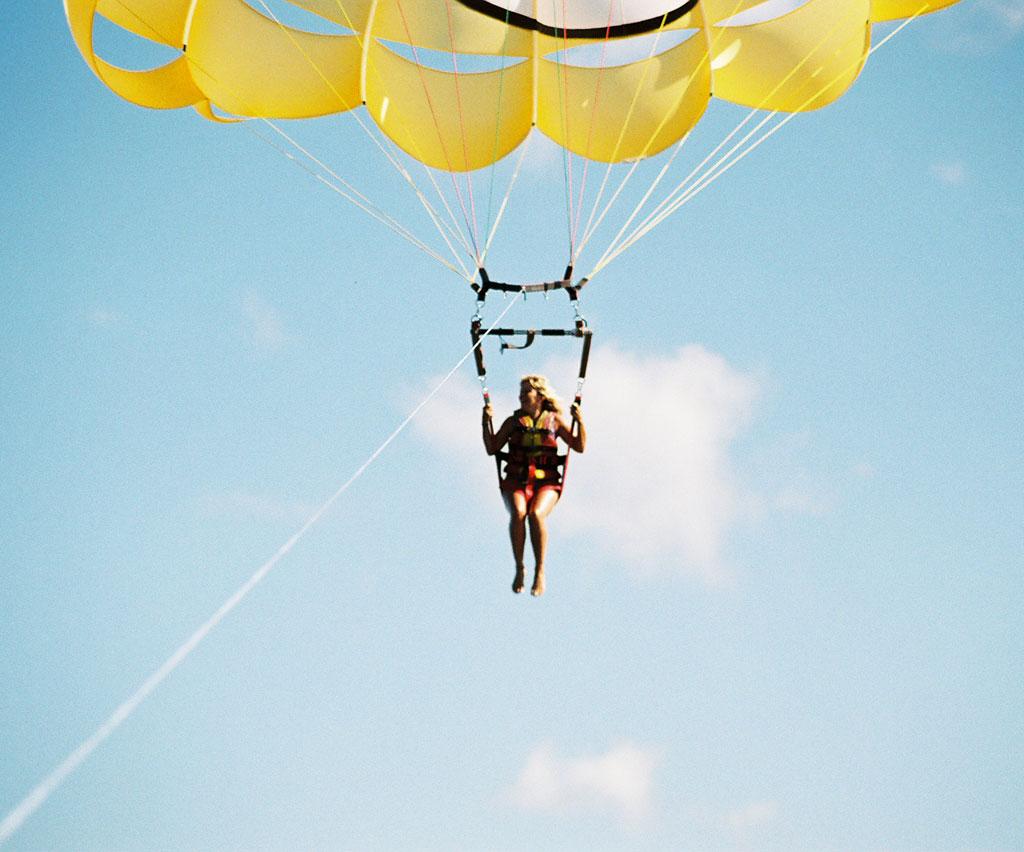Parasailing in Paradise 800 feet!