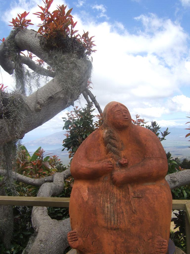 maui-grandmother-statue-lavendar-gardens
